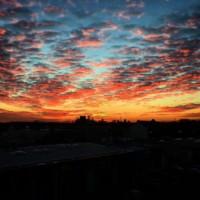 Wow, dieser Himmel! #clouds #sundown #cologne