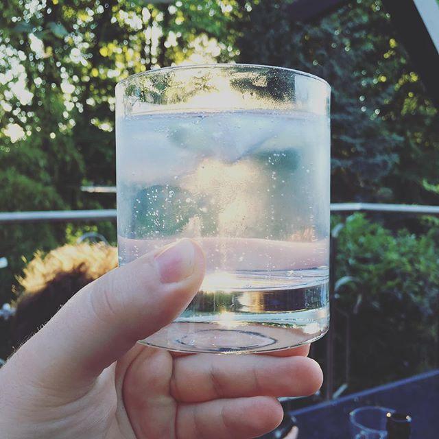 Schon wieder Gin und Tonic. Bester Drink bei dem Wetter.