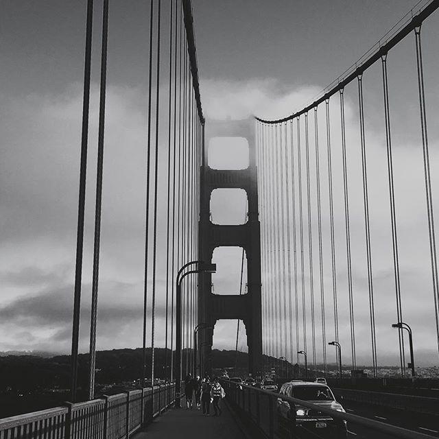 Die Golden Gate Bridge  ist eine architektonische Meisterleistung und wunderschön! #sanfrancisco #roadtrip