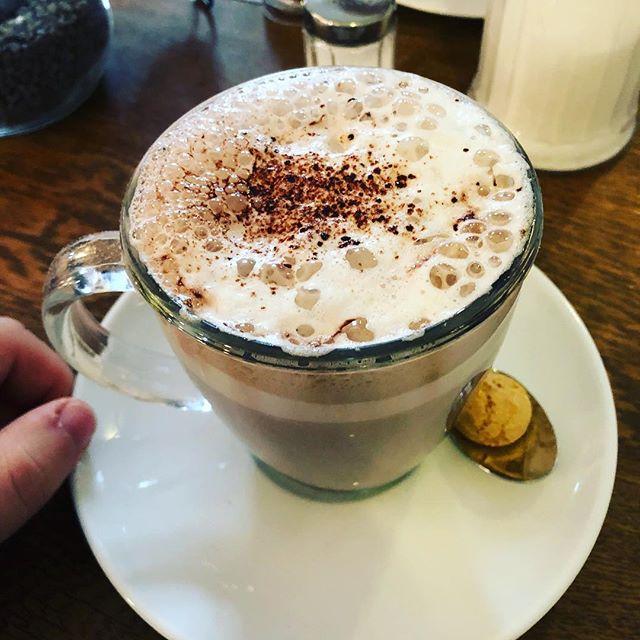 Leckeres Frühstück und eine heisse Schokolade gehabt. So sollte jeder Sonntag sein!