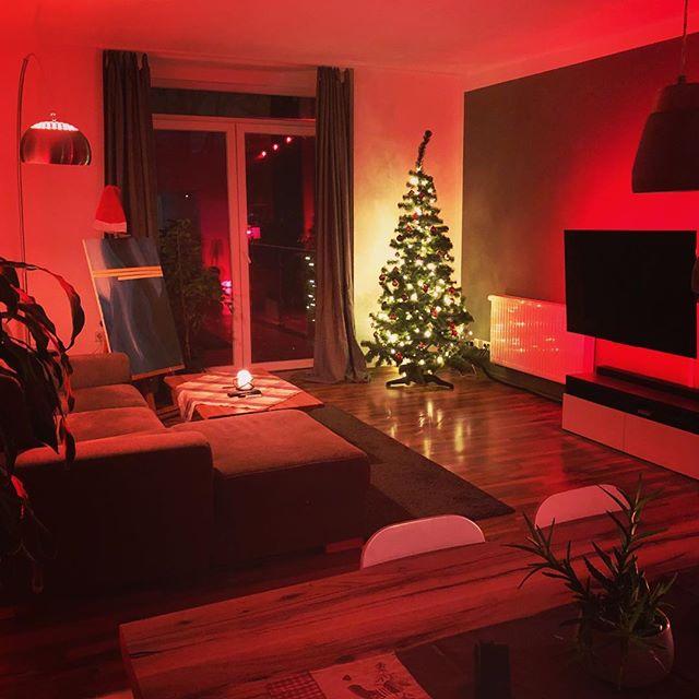 Der Weihnachtsbaum steht endlich.