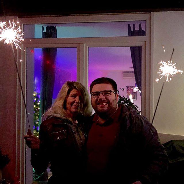 Meine Mama und ich wünschen Euch ein frohes neues Jahr!